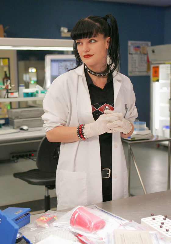 abby-in-lab-coat-abby-sciuto-6788321-561-800.jpg